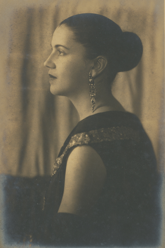 Portrait of Tarsila do Amaral in profile, mid-1920s. Gelatin silver print. Pedro Corrêa do Lago Collection, São Paulo.
