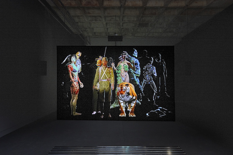 Ho Tzu Nyen, NO MAN II, 2017, Spy Mirror, Projection Foil, Steal Frame 3D Back Projection, 200 x 400 cm, Galerie Michael Janssen, Berlin 2017