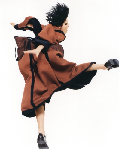 Yohji Yamamoto, Autumn/Winter 1995, 1995. David Sims (British, born 1966). Chromogenic print. 88.9 × 71.1 cm (35 × 28 in.). Courtesy of and © David Sims.